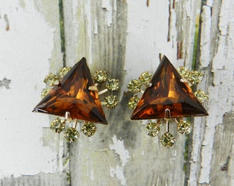 Vintage Rhinestone Earrings Rootbeer Triangle Specialty Cut Faceted Glass Jewel Smoked Topaz Jonquil Yellow Gold Tone Finish Resale