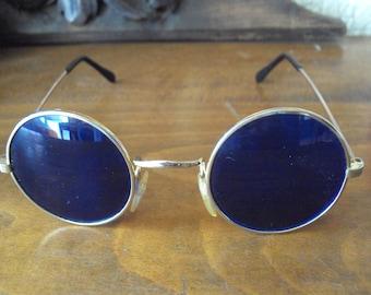 Sunglasses evec round glasses of color blue.