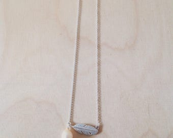 Feather necklace with freshwater pearl