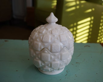 Vintage 1970s Westmoreland Milk Glass Old Quilt Pattern Lidded Candy Bowl/Sugar Bowl