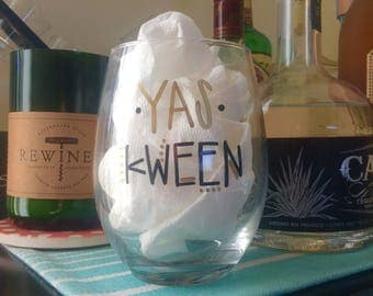 Yas Kween Broad City stemless wine glasses. Yes Queen wine gladd. Yas Queen wine glass.