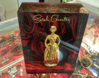Sarah Coventry Plexiglass Jewelry Display Block