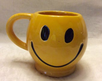 McCoy vintage 1970's yellow smiling face coffee cup mug. Free ship to US.