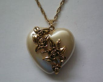 Pearlescent Puffed Heart Pendant Necklace with Roses - 5370
