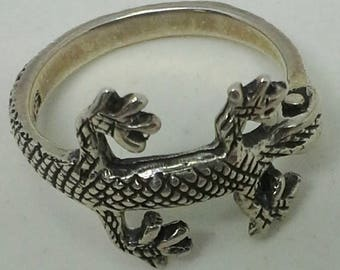 Ring, sterling silver band ring with a gecko motif