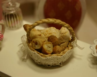 Bread basket for your dollhouse kitchen 1:12 scale