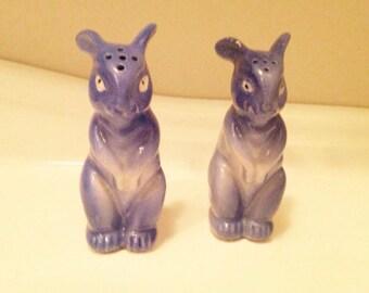 Bunny Rabbit Salt and Pepper Shaker, Standing on hind legs, Blue in color, VINTAGE