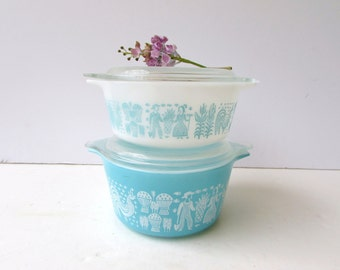 Set of 2 Pyrex Refrigerator Casserole Dishes  - Turquoise and White Amish Butter Pattern - Cinderella Covered Dishes - #472 and #473
