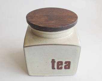 Seventies ceramic Tea canister. Wooden lid great shape!