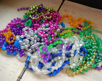22 Piece Mardi Gras And Other Plastic Bead Necklaces Junk Jewelry Lot