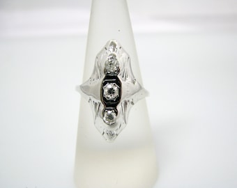Beautiful Vintage 3 Diamond Rring in 14k White Gold
