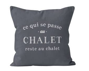 45 couleurs Ce qui se passe au chalet reste au chalet pillow cover, french quote pillow cover 18x18 , decoration chalet ETSYFETEQUEBEC