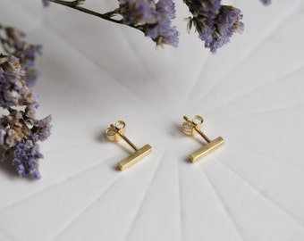 Solid 18ct Gold Bar Stud Earrings // Contemporary Gold Jewellery // Minimal Earrings //