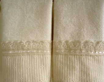 ORGANZA LACE Fingertip or Guest Towels (2) IVORY 100% Cotton Velour 4 3/4 inch Lace Trim