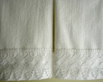 VENICE LACE Fingertip/Guest Towels (2) White Velour 100% Cotton New Custom-embellished