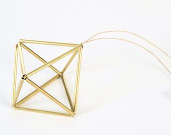 Himmeli Cube dorée. Ornament Géometrique Scandinave. Fait main à Paris par une créatrice finlandaise. Déco de noël, mariage. Idée cadeau.