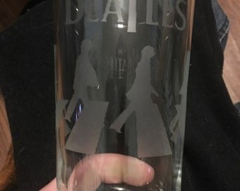 Customizable etched pint glass