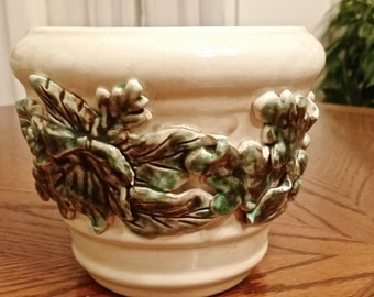 "Planter with Ivy Three Dimensional detail on Creamy White Background holds 5"" pot"