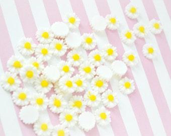 11mm Kawaii White Daisy Decoden Cabochons - 10 piece set
