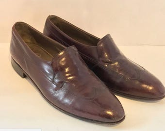 Vintage 70's 80's  BALLY Continentals size 9 D Wing Tip Dress Shoe Slip on Burgundy Leather