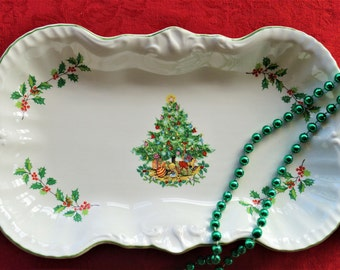 A very festive vintage Christmas dish featuring a colourful tree and holly. Perfect for mince pies or sweets maybe. c1950.