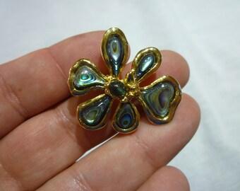 D75 Mother of Pearl Flower/Leaf Brooch.