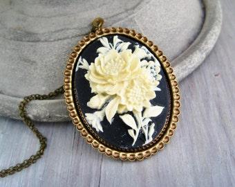 Cameo necklace cream roses vintage black and white cameo Blumen Kette schwarz creme Rosen vintage Kamee