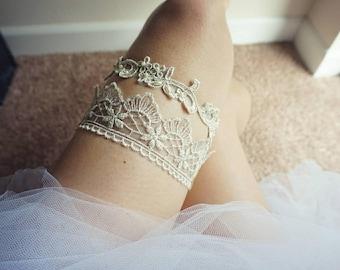 Antique light gold wedding garter set, gold wedding garter, bridal gold garter, light gold garter set, keepsake and toss gold garter, garter