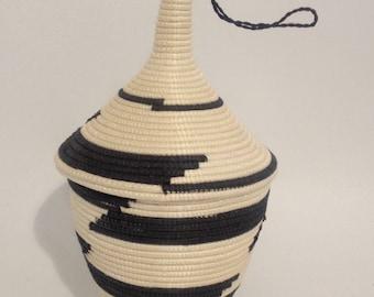 Korb/Vase mit Deckel aus ethnischen Gründen, handgewebte