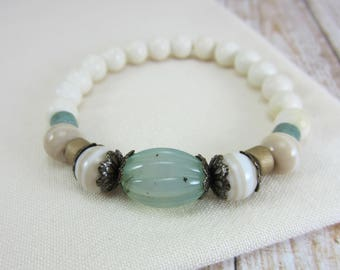 Cream and Green Beaded Stretch Bracelet, Off White Stretch Bead Bracelet, Cream Stacking Bracelet with Seafoam Green