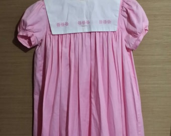 Little girl pink vintage smock top dress, large white square collar, decorated with  pink daises.