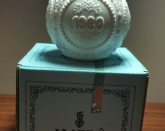LLADRO 1989 ROUND Ornament   Beauty, Porcelain Bird Ornament, Purple Porcelain Ornament