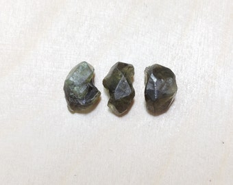 Rough demantoid garnet , raw demantoid garnet lot // B*2684