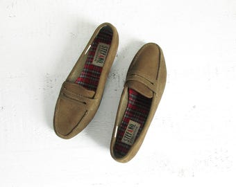 vintage suede loafers / 90s slip on leather flats with treaded sole / olive brown / womens 8.5