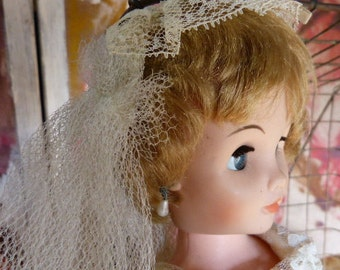 Vintage 1960's Deluxe Reading Bonnie Bride Doll with Blonde hair