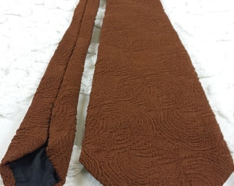 Designer Collection by Regal Polyester wide tie 1970s 70s brown textured swirl hipster prom