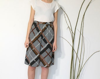 Skirt in modern and beautiful plaid print, vintage 1970s, 1980s