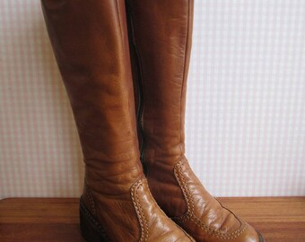 Vintage 70s Tan Knee High Boots Leather Metal Zipper Stitching Crepe Soles Chunky Heels Elastic Expanders 1970's