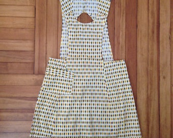 FREE US SHIPPING | Vintage 70s Apron with Diamond Print, Back Tie and Front Pocket | See Measurements