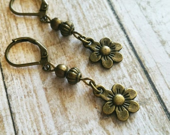 Daisy Earrings / Beaded Earrings / Vintage Earrings / Flower Earrings / Bronze Earrings / Boho Earrings