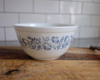 Vintage Pyrex, Pyrex Colonial Mist Bowl, Pyrex Mixing Bowl, Vintage Pyrex Bowl, White Pyrex blue flowers, Farmhouse Kitchen, Retro Kitchen