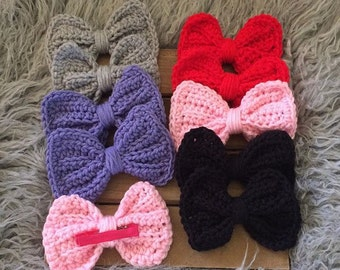 Sale!!! Ships for free!! Big beautiful crochet bow clip
