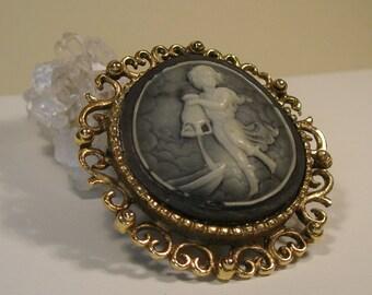Cameo brooch/pendant grey background