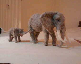 Elephant and baby, felt from natural wool, sweet and majestic, Africa, African, decorative felt figure, statue, unique, animals in the wild, Zoo animal