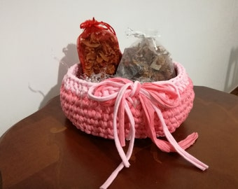 Pink Ribbon basket with 2 sachets Vanilla scented.