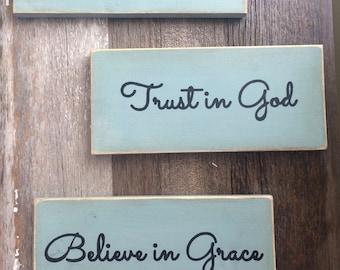 Pray always, Trust in God, Believe in grace (3 sign set)