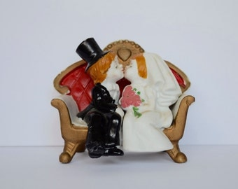Ceramic Vintage Bride and Groom Sitting on Couch Love Seat Kissing Wedding Cake Topper Figurine #43
