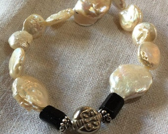 Flat pearl bracelet with Onyx and silver