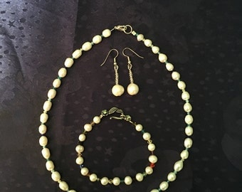 Pearls and crystals 3 piece jewelry set