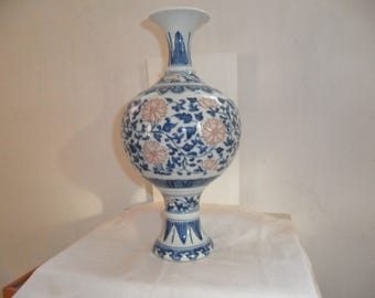 Chinese blue white vase late 19th century, later Qing white blue pot